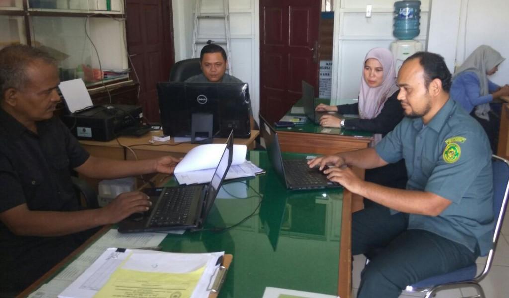 Persiapan dan Pembuatan Laporan Akhir Tahun 2017 Mahkamah Syar'iyah  Meulaboh